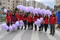 OSMANGAZİ ÜNİVERSİTESİ - Osmangazi Üniversitesi Akut Öğrenci Topluluğu Kadınlara Balon Dağıttı