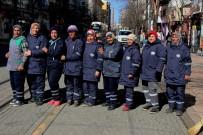 TEMİZLİK İŞÇİSİ - Sokakların Emekçi Kadınları Dünya Kadınlar Gününe Çalışarak Giriyor