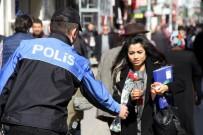 MECIDIYE - Polisten Kadınlara Karanfil