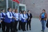 Sağlık Çalışanı Kadınlar Dünya Kadınlar Günü İçin Hastane Önünde Toplandı