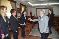 Vali Necati Şentürk Kadın Personele Karanfil Dağıttı