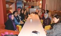 Gönüllü Kadınlar 'Evet' İçin Çalışıyor