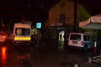ALSANCAK - İzmir'de Silahlı Kavga Açıklaması 1'İ Ağır 2 Yaralı