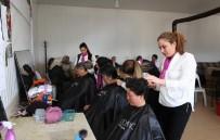 CİLT BAKIMI - Kahvehaneyi Kuaföre Çevirdiler, Kadınlara Ücretsiz Saç Ve Cilt Bakımı Yaptılar