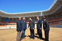 DEVİR TESLİM - Malatya Stadyumu'nun Çimleri Bakıma Alındı