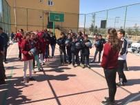 MİLLİ BASKETBOLCU - Milli Yıldız Tuğba Palazoğlu, Genç Basketbolcuların Yüzünü Güldürdü