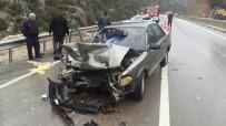 SİNAN ŞEN - Otomobil Kamyona Çarptı Açıklaması 1 Ölü, 5 Yaralı