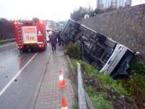 GÖRGÜ TANIĞI - Çevik kuvvet otobüsü devrildi: Çok sayıda yaralı var