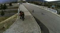 Üst Geçitten Yere Çakıldı Açıklaması Feci Kaza Kamerada