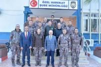 ZIRHLI ARAÇLAR - Vali Çakacak Özel Harekat Polisleriyle Buluştu