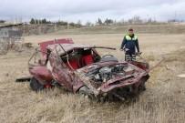 SERDAR KAYA - Otomobil 7 Metrelik İstinat Duvarından Aşağı Uçtu Açıklaması 1 Ölü, 2 Yaralı