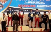 DÜNYA ŞAMPİYONU - 2. Uluslararası Türkiye Açık Kick Boks Turnuvası'nda Ayvalıklı Sporcu Emre Kuru Çifte Madalya Kazandı