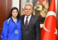 AZIZ KOCAOĞLU - Altın Kızdan Madalyalı Ziyaret
