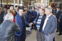 PAZAR ESNAFI - Başkan Genç Pazarda Vatandaşlarla Kucaklaştı