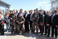 EGEMEN BAĞIŞ - Eski Bakan Bağış, Diyarbakır'da Polislere Karanfil Verdi