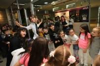 CAHAR DUDAYEV - Karşıyaka'daki Bilim Merkezine Ziyaretçi Akını