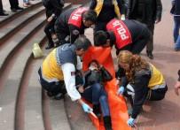 DEVRIM - Merdivenden Düşen Kadın Yaralandı