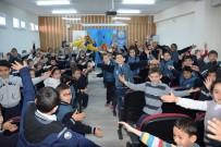 Öğrencilere Hokkabaz İle Palyaço Konulu Tiyatro Gösterileri Düzenlendi