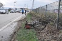 AĞIR YARALI - Otomobilin Çarptığı Bisiklet Sürücüsü Ağır Yaralandı