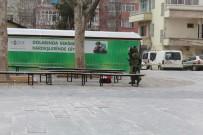 ŞÜPHELİ PAKET - Polislere Şüpheli Çantayla Kutlama Sürprizi