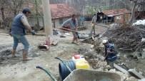 KÖY MUHTARI - Toprak Sulama Kanalına 200 Metre Boru Döşendi