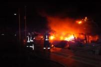 DEMIRLI - Yat Alevlere Teslim Oldu Açıklaması 1 Ölü, 2 Yaralı