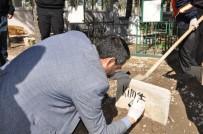HACI BAYRAM - Çöpte Bulunan Bebeğin Mezar Taşına 'Kimsesiz' Yazıldı