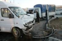 Elazığ'da İşçi Servisi İle Kamyonet Çarpıştı Açıklaması 5 Yaralı