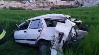 AHMET DOĞAN - Otomobil Şarampole Yuvarlandı Açıklaması 1 Ölü, 2 Yaralı
