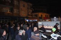 MUHAMMET DEMİR - 5 Yaşında Çocuk Öldü, Mahalleli Yolu Kapattı