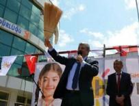 CHP'li Balbay'dan süpürgeli 'hayır' mitingi