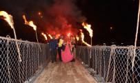 DÜĞÜN SEZONU - Gelin Ve Damat Meşaleler Eşliğinde Asma Köprüden Geçti