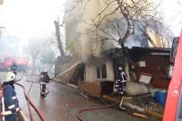 GÖRGÜ TANIĞI - İstanbul'da Üç Katlı Bina Alev Alev Yandı