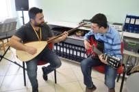 ÜMIT AKKUŞ - Otizmli Murat'ın Tek Hayali Konservatuvarı Kazanmak
