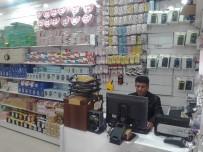 HEDİYELİK EŞYA - Kapüşonlu Hırsız Cep Telefonunu Çaldı