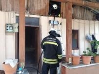 KULLAR - Prefabrik Evde Çıkan Yangın Korkuttu