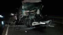 YAKUP ŞAHIN - Yakıt Dolu Tanker TIR'a Arkadan Çarptı; 1 Yaralı