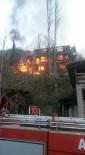 Yusufeli'nde Çıkan Yangında 3 Katlı Ev Kül Oldu