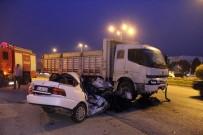 KALP MASAJI - Kamyon İle Otomobil Çarpıştı Açıklaması 1 Ölü