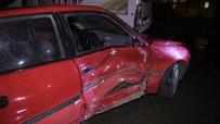 NECMETTİN ERBAKAN - Konya'da Otomobiller Çarpıştı Açıklaması 2 Yaralı