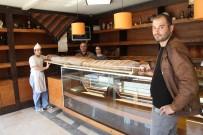 BALINA - 2,65 Cm Boyu Olan 20 Kiloluk 'Balina Ekmekler' Görenleri Şaşırtıyor