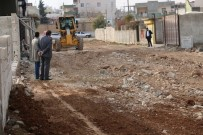 KALİTELİ YAŞAM - Akçakale'nin Kırsal Mahallelerinde Yol Yapım Çalışmaları Sürüyor