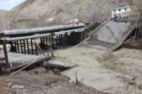 Bingöl'de Selde Hasar Gören Köprü Çöktü