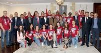 MUSTAFA AKINCI - Eurocup Şampiyonu Yakın Doğu Üniversitesi, Cumhurbaşkanı Mustafa Akıncı Tarafından Kabul Edildi