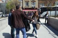 İNFAZ KORUMA - FETÖ Şüphelilerinin Yakınları Basın Mensuplarına Saldırdı