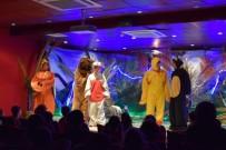 GEBZELI - Gebze'de Çocuklar 'Gözlüklü Zıpzıp Tavşan' Oyunu İle Eğlendi