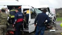 İki Minibüs Çarpıştı Açıklaması 16 Yaralı