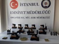 SİLAH TİCARETİ - İstanbul'da Bir Müzisyenin Evinde Silahlar Ele Geçirildi