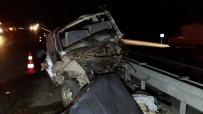 DUMLUPıNAR ÜNIVERSITESI - Kütahya'da 2 Otomobil Çarpıştı Açıklaması 1 Ölü, 4 Yaralı