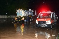 ŞİDDETLİ YAĞIŞ - Mersin'de Gece Yağan Sağanak Yağış Etkili Oldu